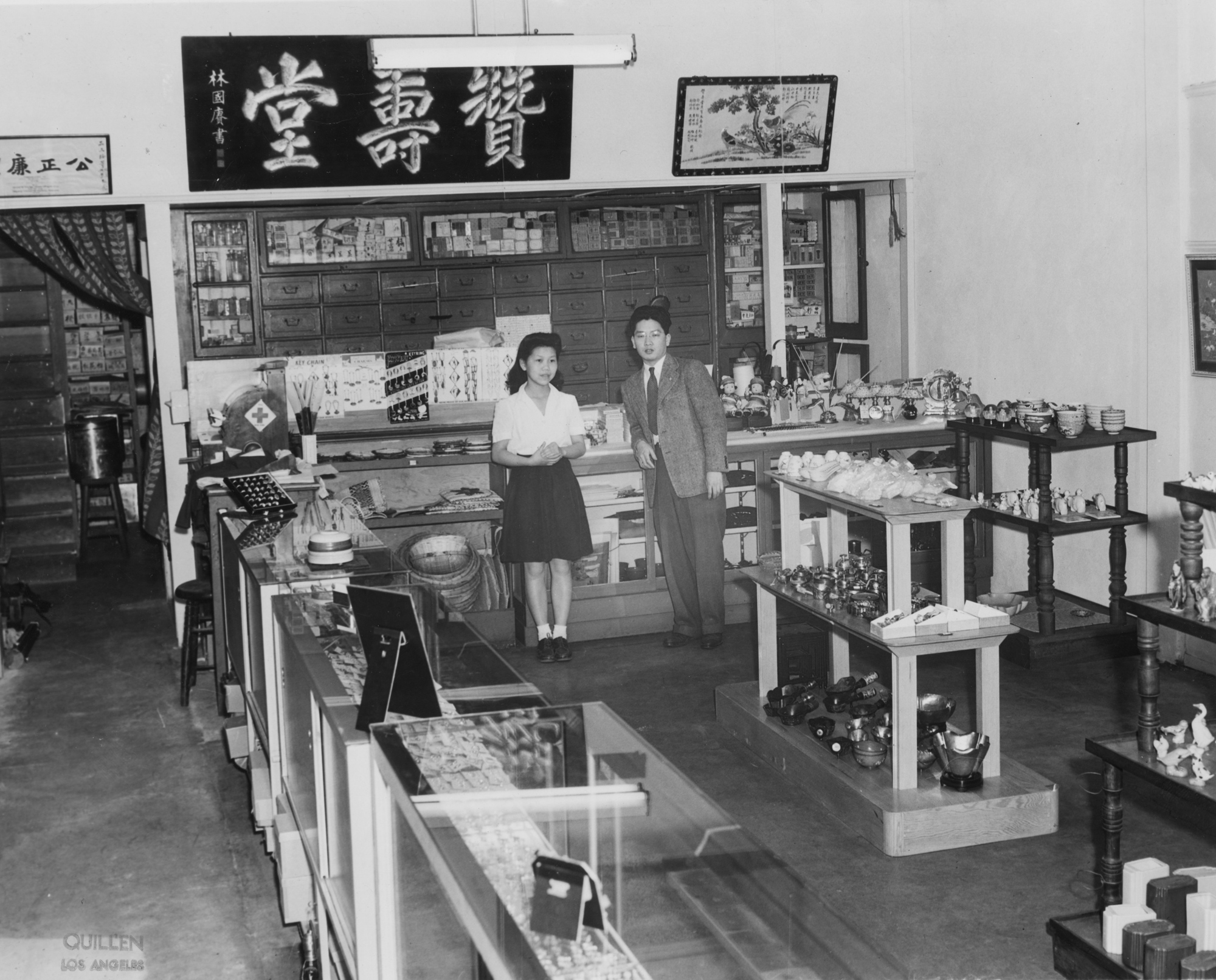 Dun Sow Hong store in New Chinatown Central Plaza, Lilly & George T. S. Mu pictured (1940s)
